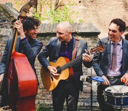 akoestische band Moon About trouwreceptie in de tuin